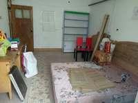世通巷 62平米 双阳卧室 简单装修 550元每月 南边开门