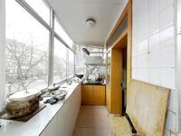 白石路低楼层 适合老人居住 卫生间带窗